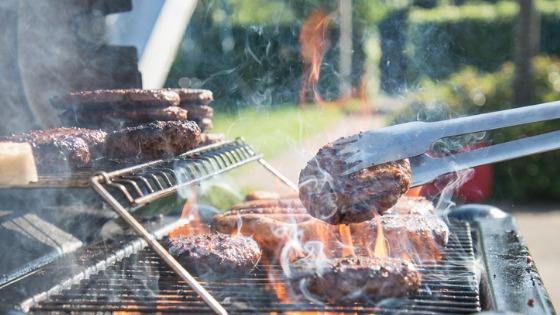 Barbecue hamburgers at your next picnic